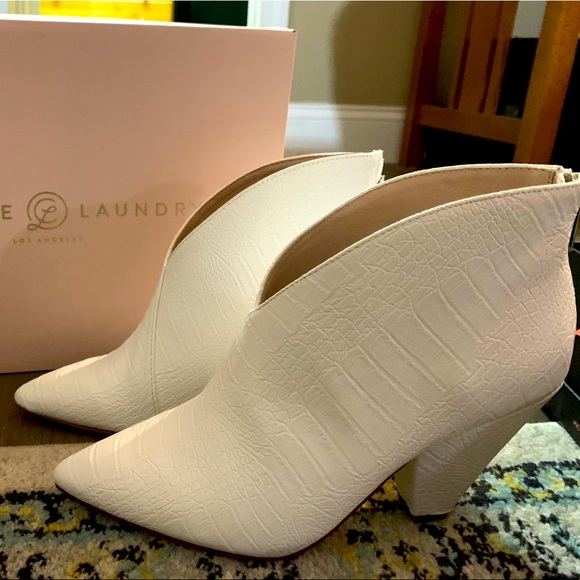 NIB Chinese Laundry reptile white boots size 6